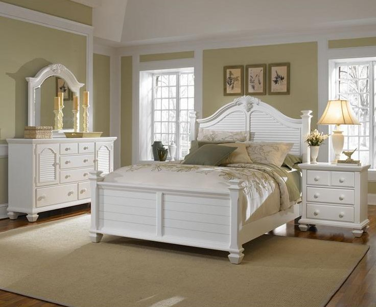 Shown with Door Dresser, Queen Poster Bed and Night Stand