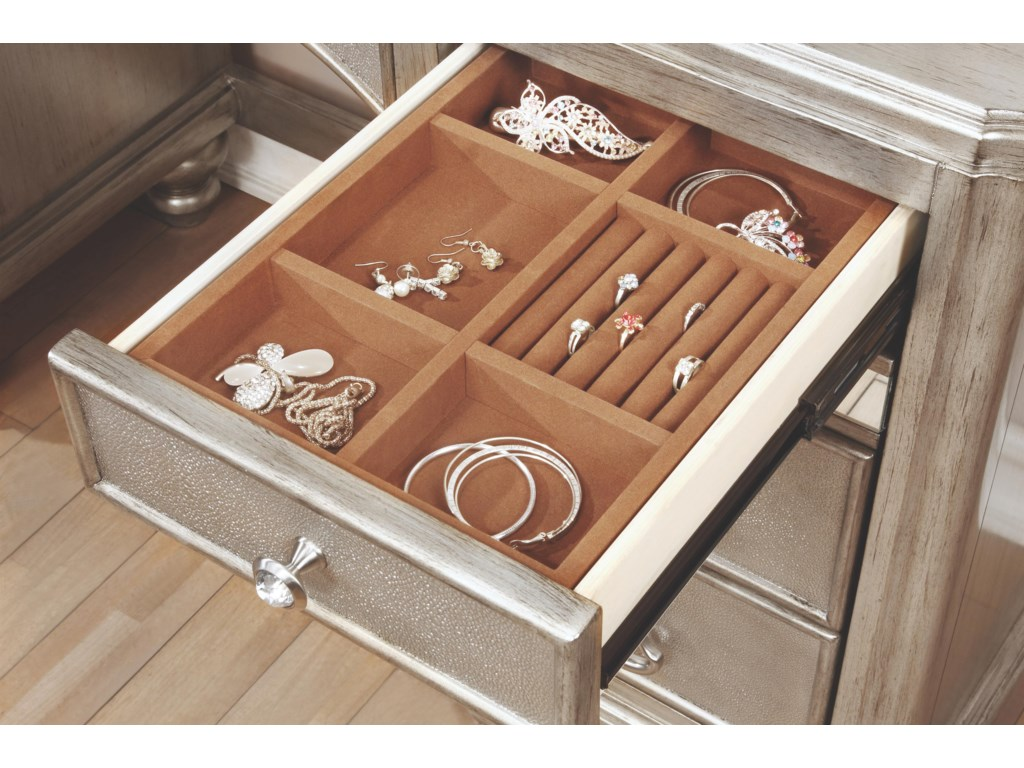 Jewelry Organizer in Drawers