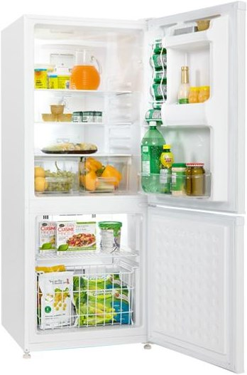 Bottom-Mounted Freezer Provides Easy Access to Fresh and Frozen Food