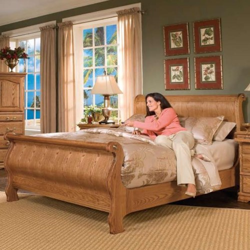Furniture Traditions Master-Piece Queen Classic Sleigh Bed