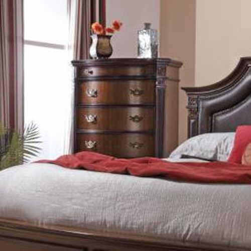 Lifestyle 4258A Ornate Traditional Chest with Five Drawers