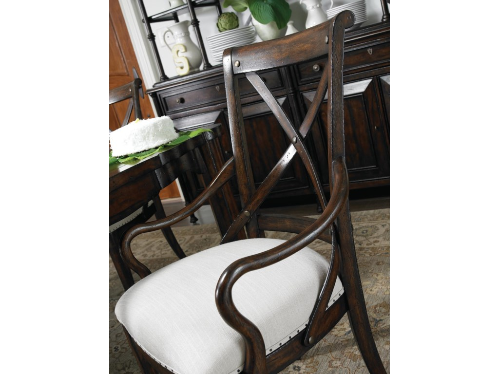 The Simple Lines of Thonet Bentwood Date back to 1830s