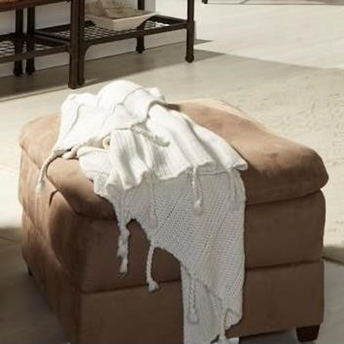 United Furniture Industries 1720 United Casual Ottoman