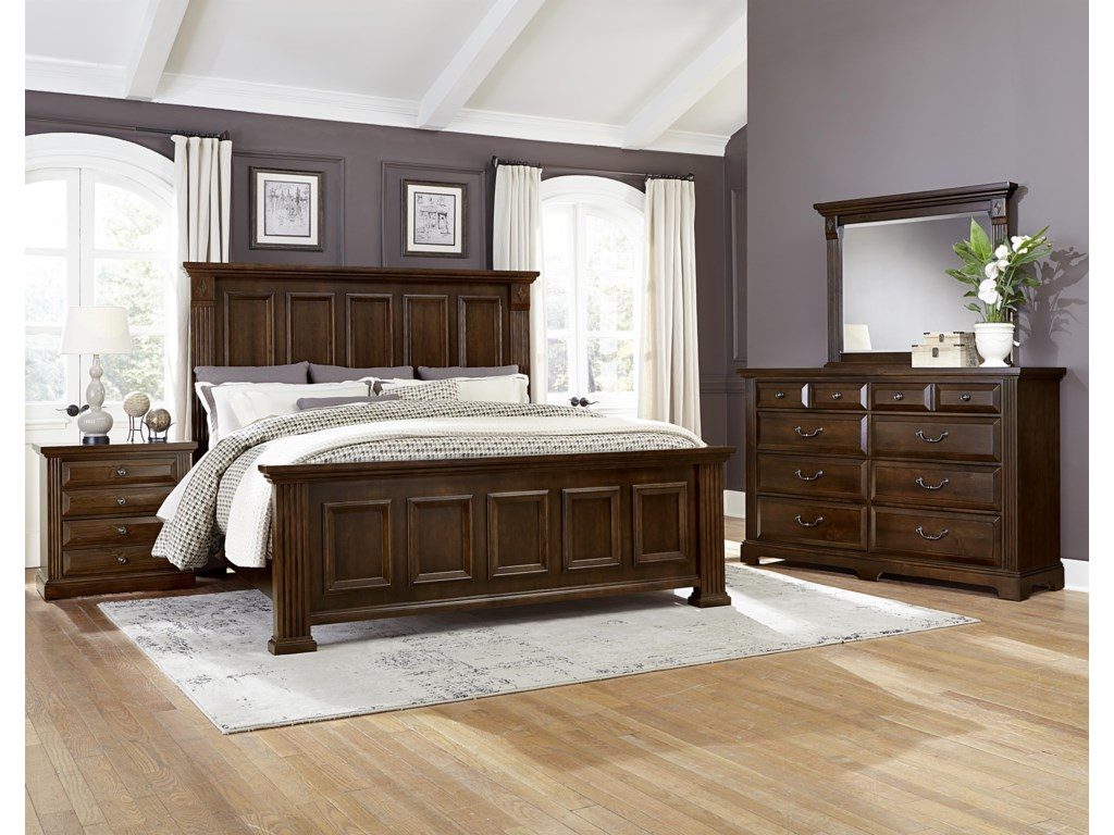 King Size Bed Shown. Queen Bed Has 4 Panels on Headboard and Footboard.