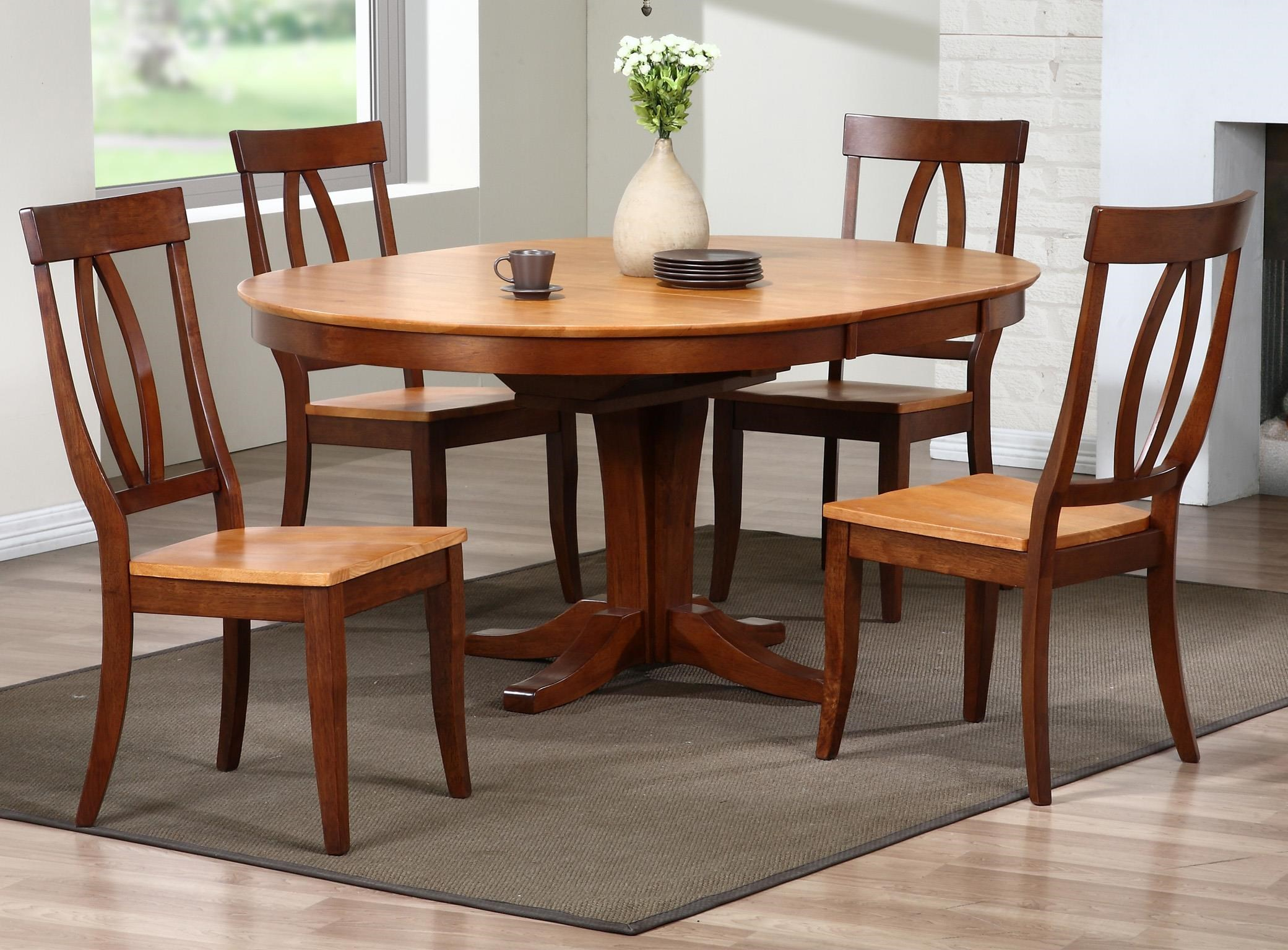 Santa Barbara 5 Piece Dining Set with Keyhole Back Chairs