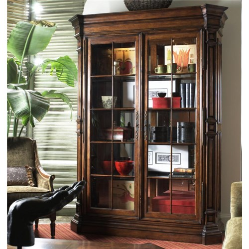 Fine Furniture Design Viniterra Traditional Display Cabinet with Glass Doors
