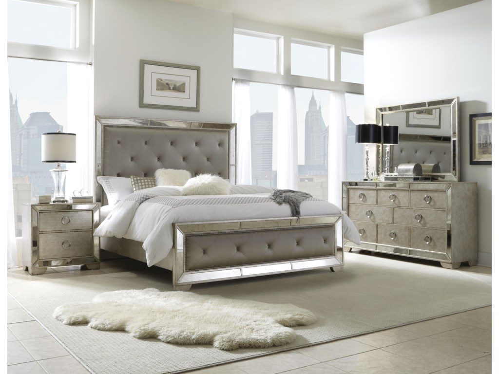 Pulaski Furniture FarrahQueen Bedroom Group