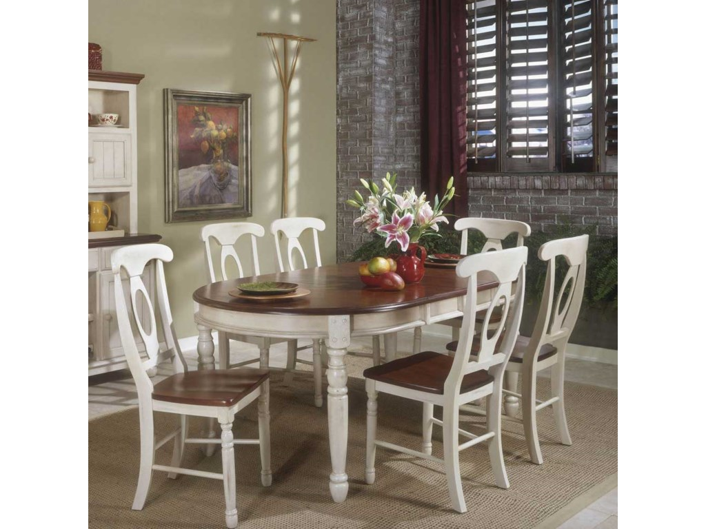 AAmerica British IslesOval Leg Table and Chairs