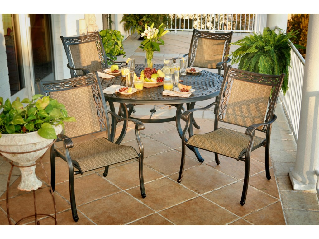 Apricity Outdoor AshmostRound Outdoor Dining Table