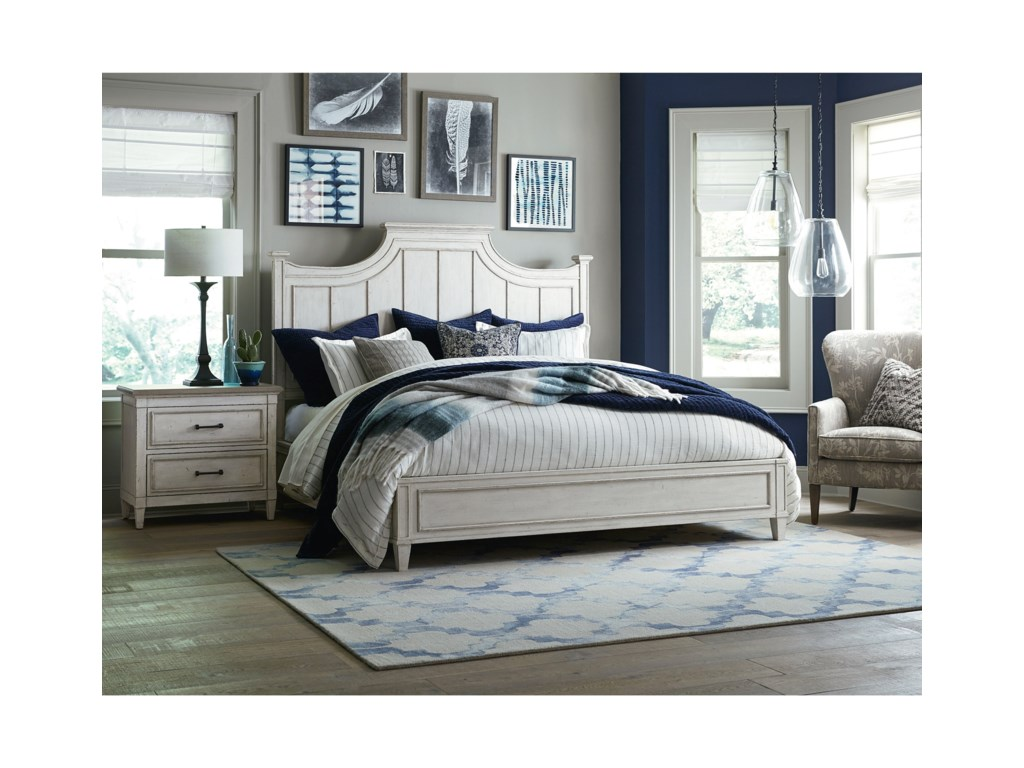 Bassett BellaQueen Panel Bed