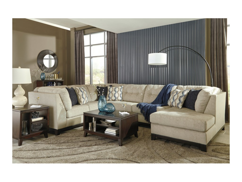 Benchcraft Beckendorf3-Piece Sectional with Chaise