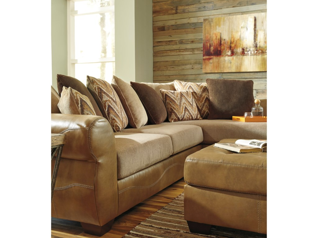 Benchcraft Declain2-Piece Sectional with Right Chaise