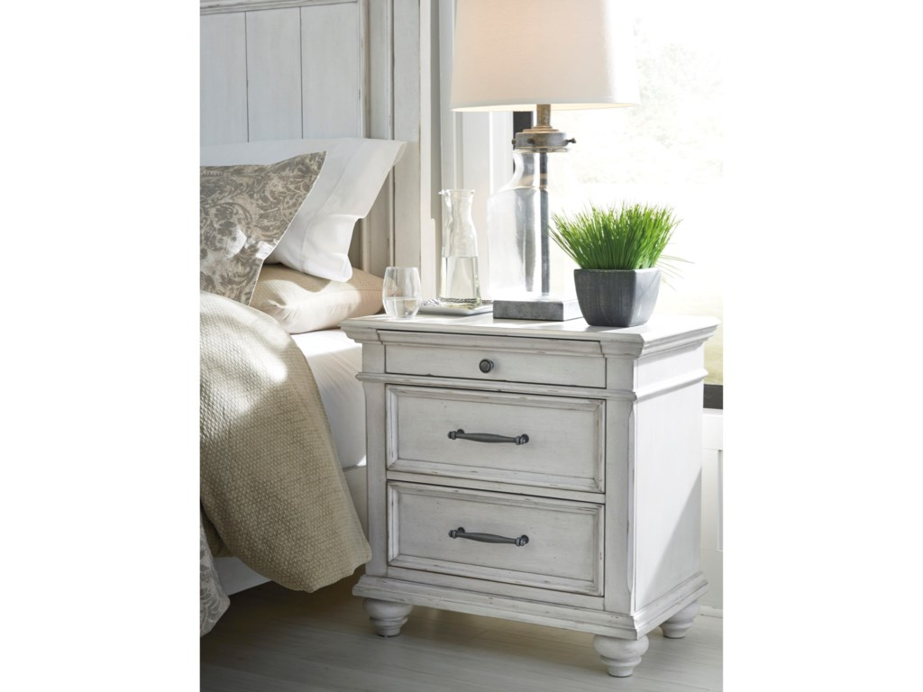 Benchcraft Kanwyn3-Drawer Nightstand