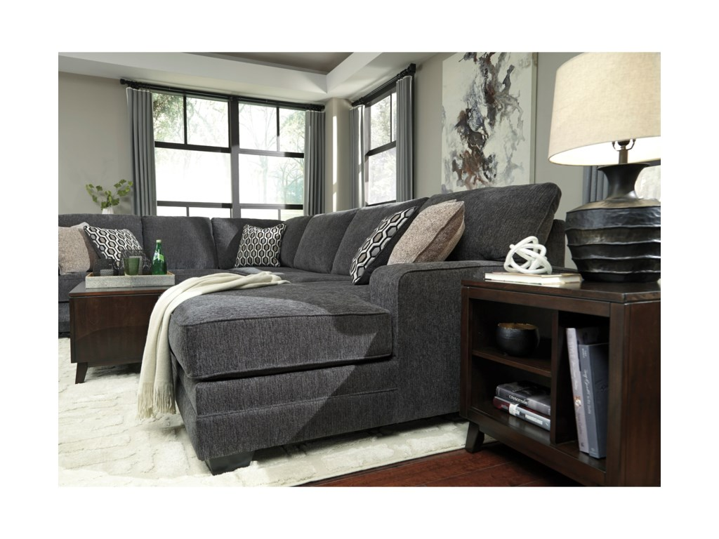 Benchcraft TraclingSectional with Right Chaise