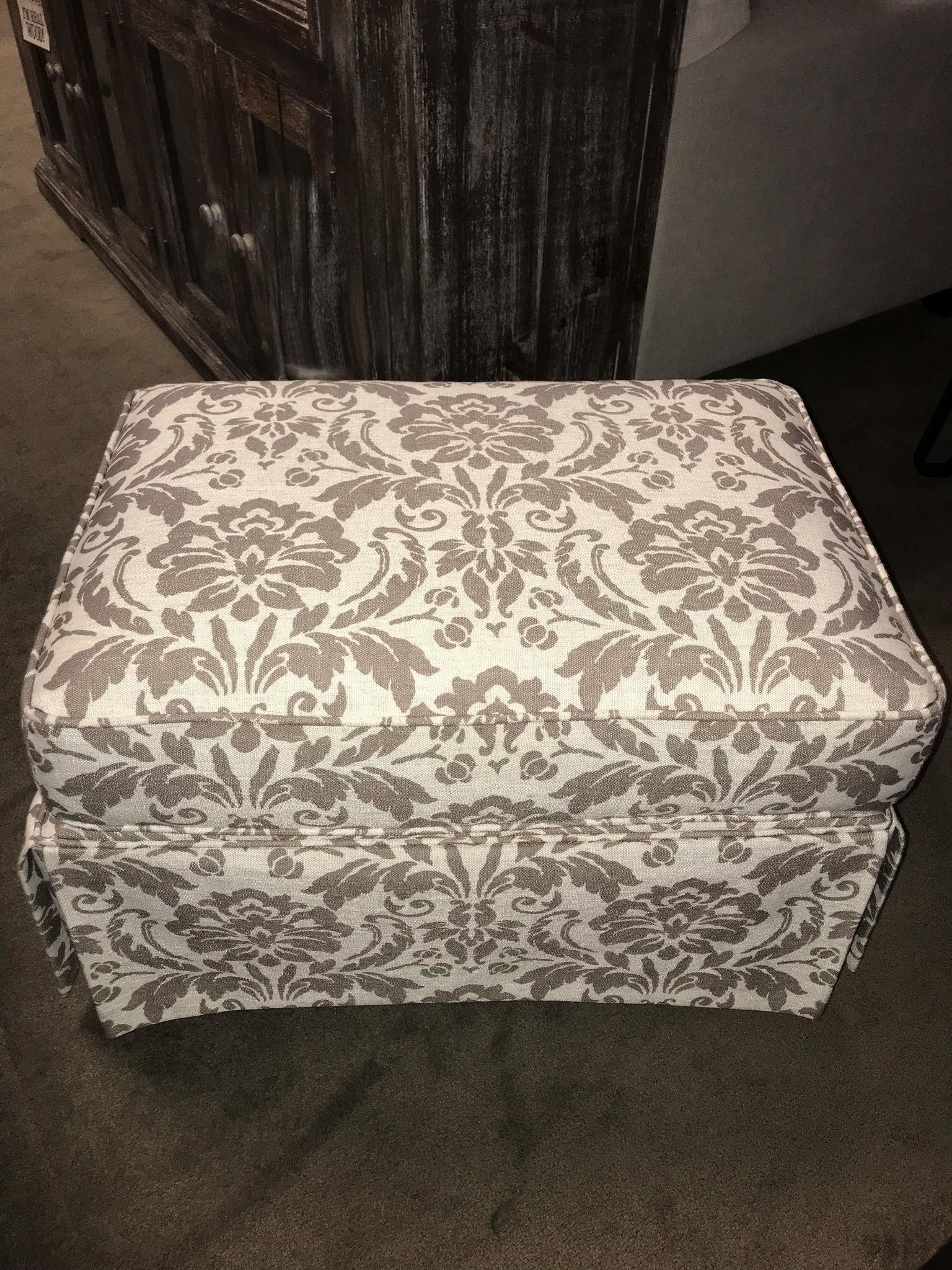 Chairs America Accent Chairs And Ottomans Traditional Skirted Glider Ottoman