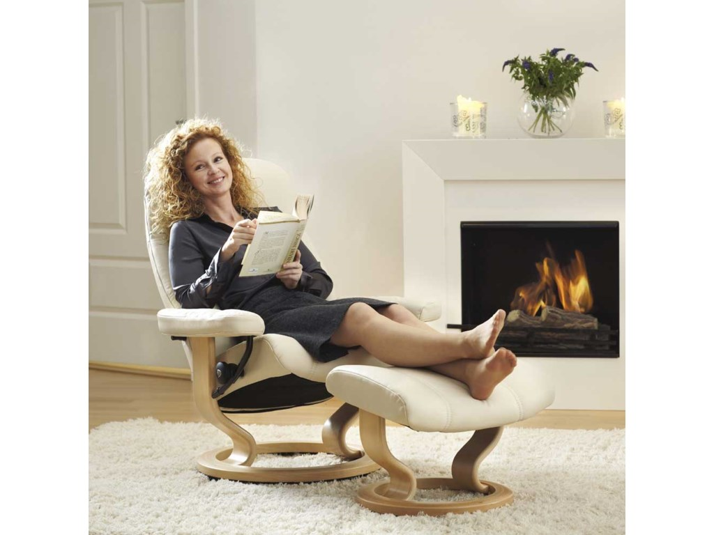 Stressless ConsulMedium Chair & Ottoman with Classic Base