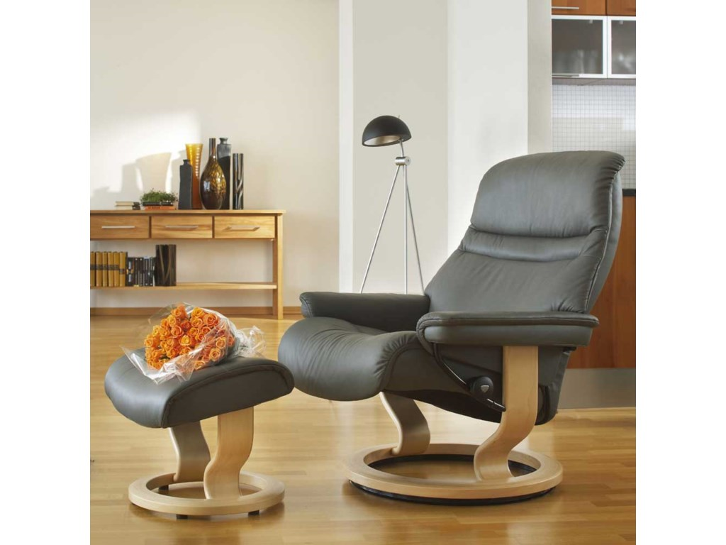 Stressless SunriseMedium Chair & Ottoman with Classic Base