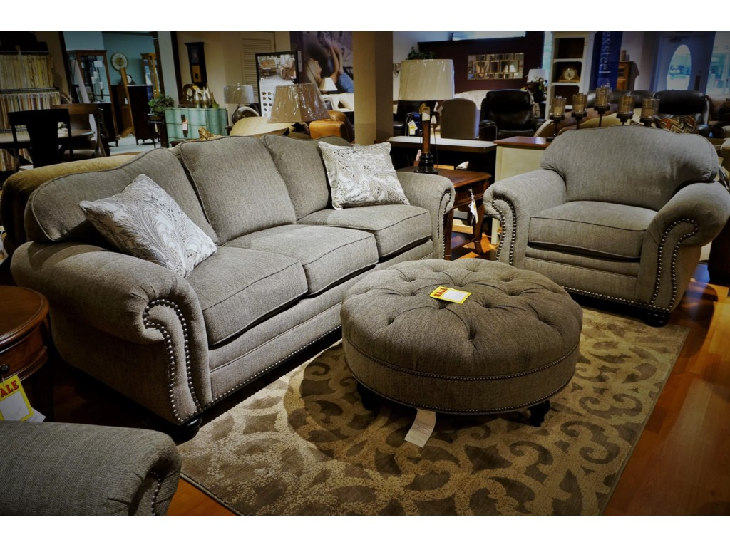 Flexsteel BexleySofa w/ Nails