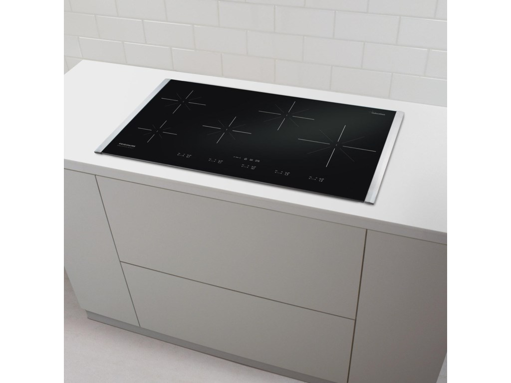 Smooth Cooktop is Elegant and Easily Cleaned