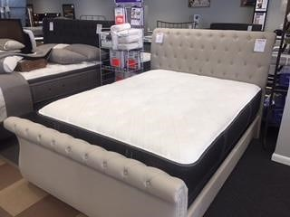Hillsdale 2005hunter Queen Upholstered Sleigh Bed
