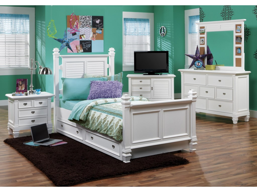 Shown with Poster Bed, Nightstand, Mirror and Entertainment Chest
