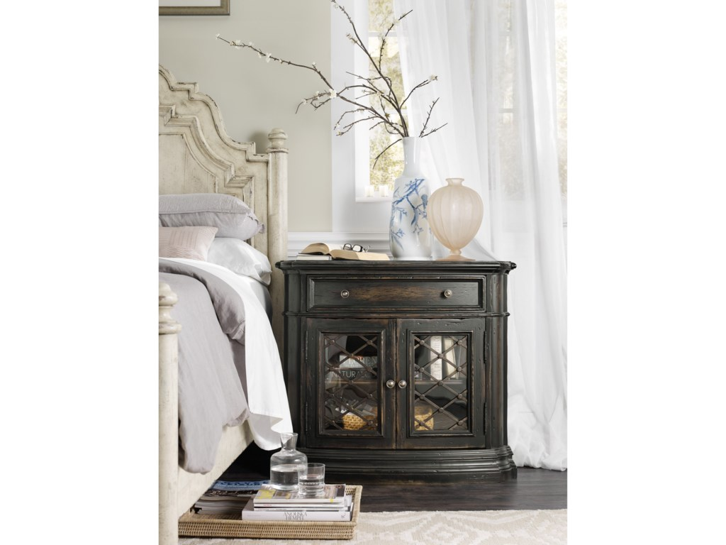 Hooker Furniture AuberoseOne-Drawer Two-Door Nightstand
