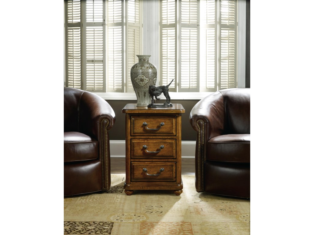 Hamilton Home AberdeenChairside Table