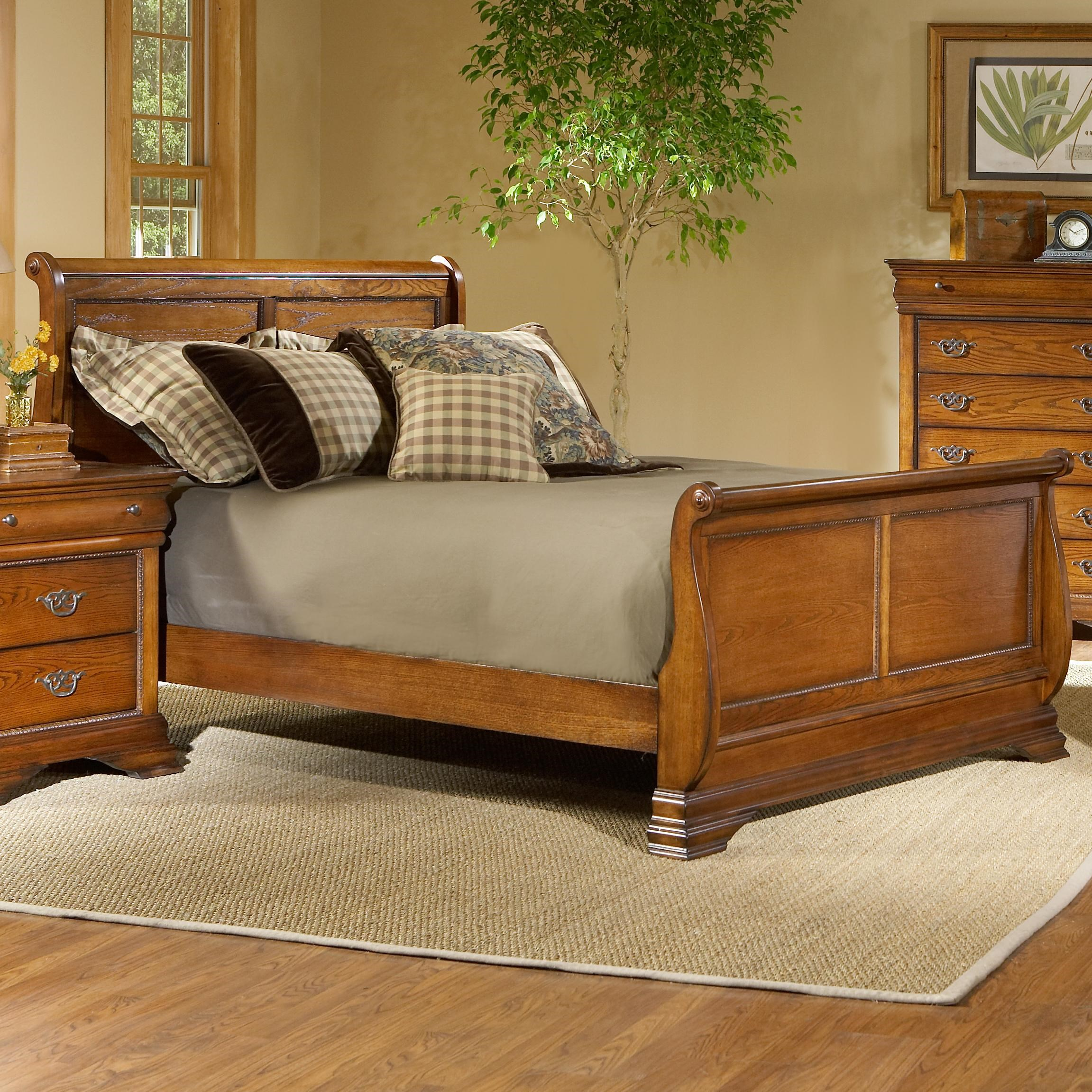 Largo Shenandoah Queen Size Sleigh Bed With Panel Detail