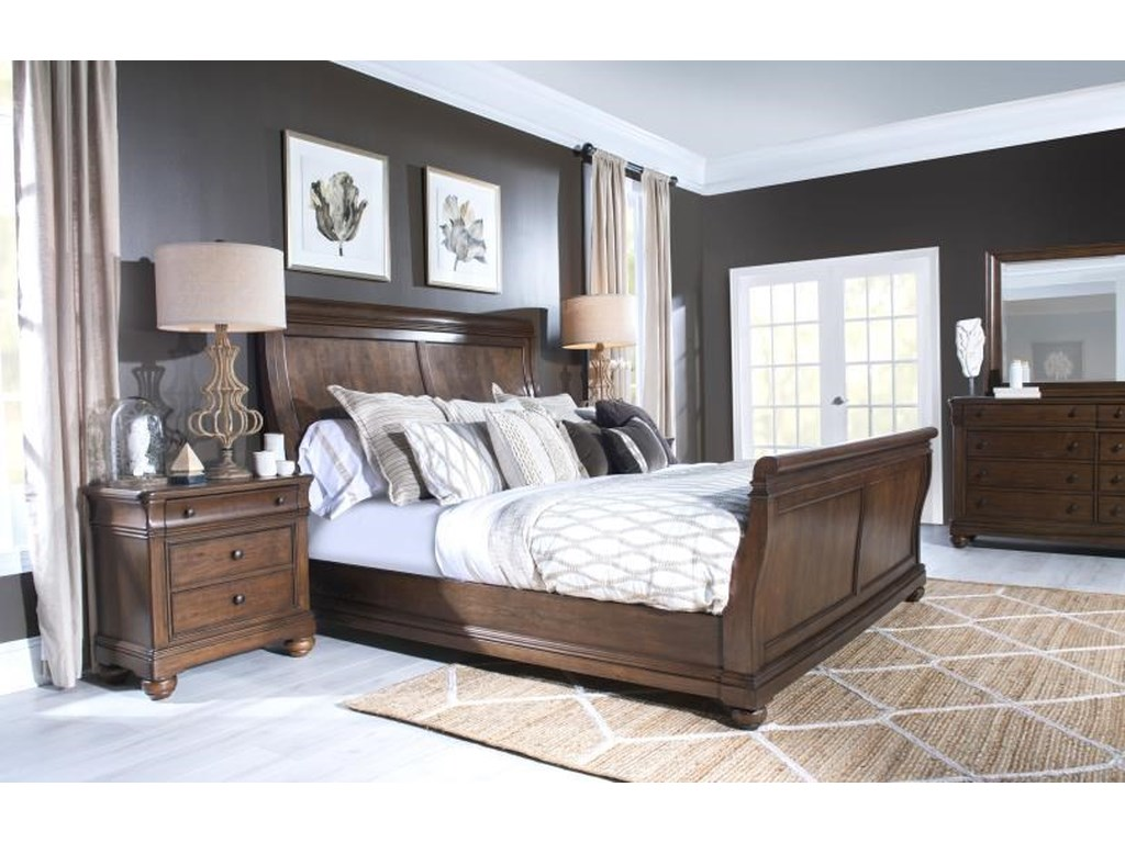 Legacy Classic CoventryQueen Sleigh Bed