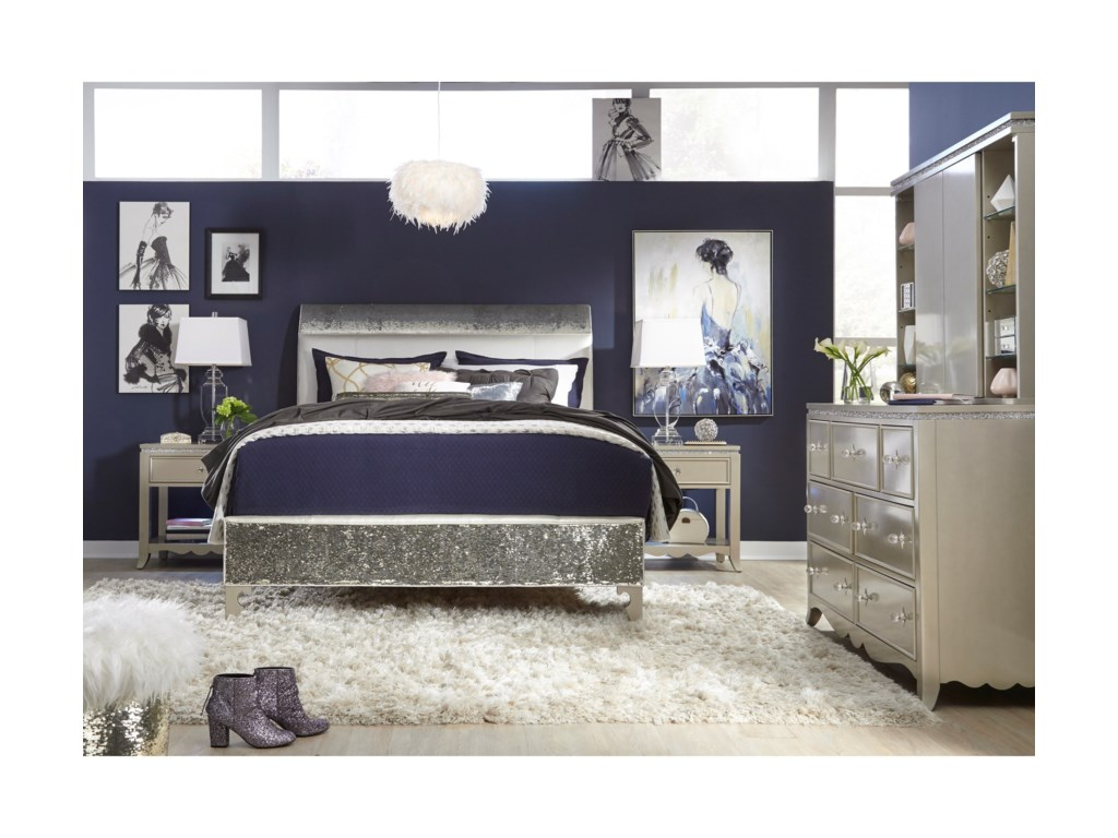 Legacy Classic Kids Glitz and GlamQueen Bedroom Group