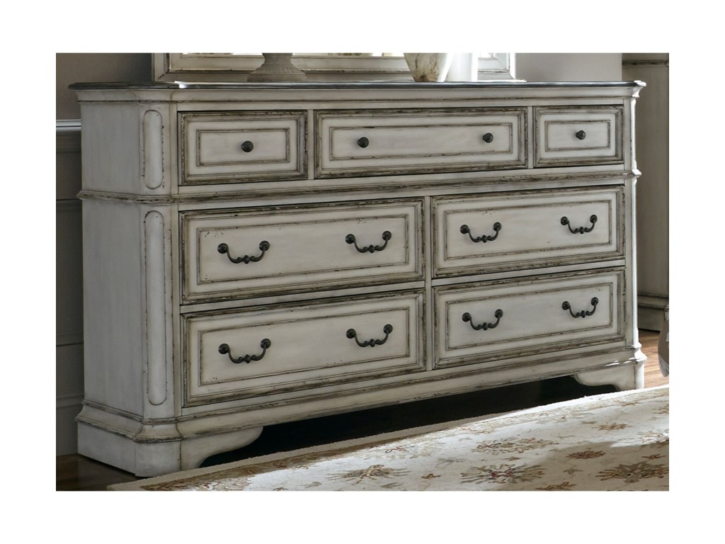 Liberty Furniture Magnolia Manor7 Drawer Dresser