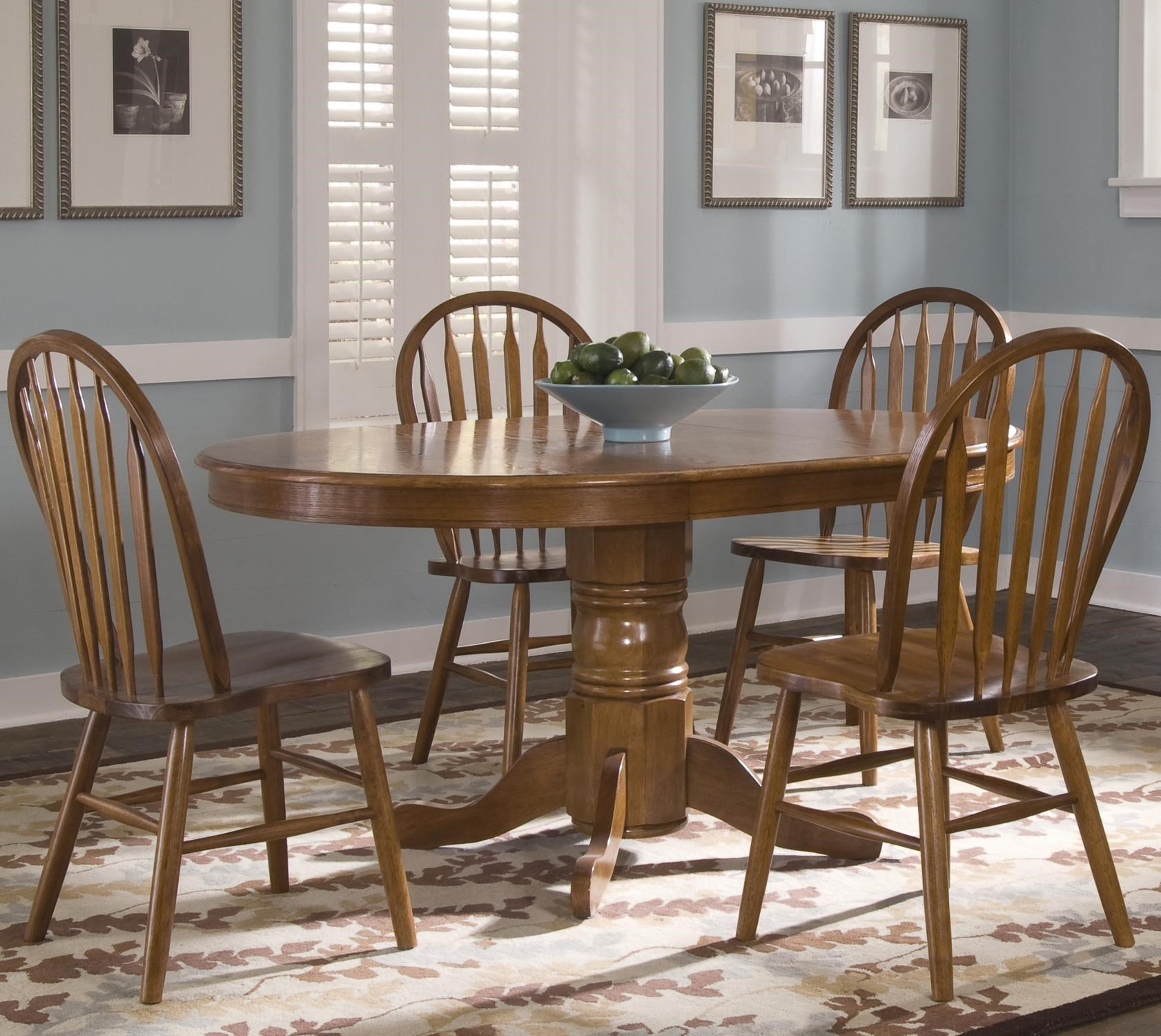 Liberty Furniture Nostalgia Oval Pedestal Dinner Table W/ 4 Windsor Side  Chairs