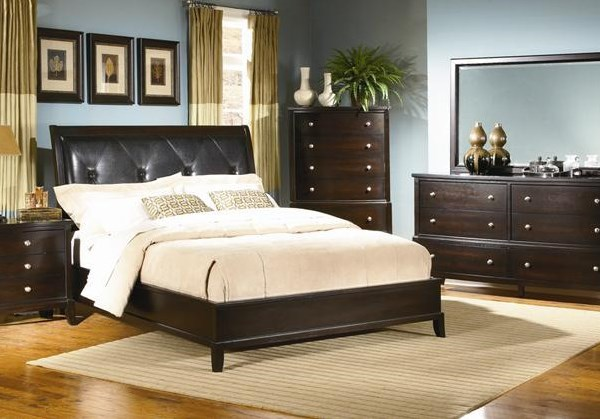 7 Piece Queen Upholstered Bedroom Group
