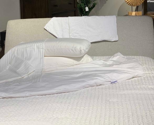 Malouf Heavenly Bundle Heavenly Sk Heavenly Split King Bedding Set Sam Levitz Furniture Bedding Sets