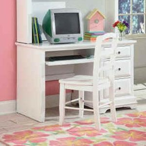 New Classic Bayfront Student Desk with Single Pedestal