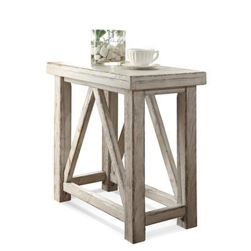 Riverside Furniture Aberdeen Chairside Table with Physical Distressing