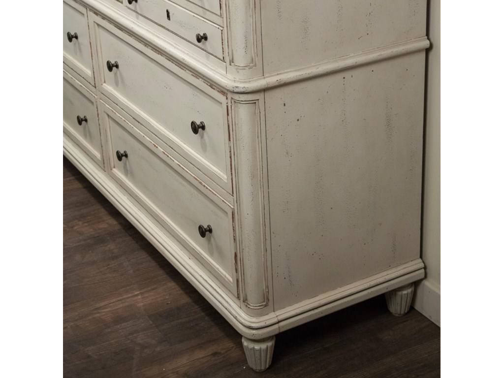 Riverside Furniture Huntleigh7 Drawer Dresser