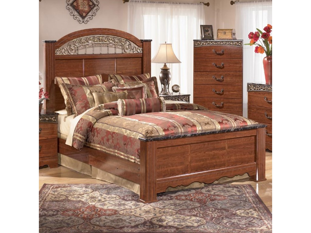 Signature Design by Ashley Fairbrooks EstateQueen Poster Bed