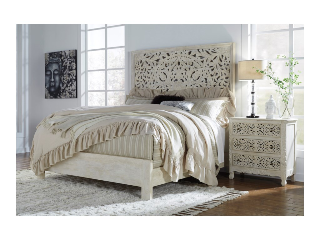 Signature Design by Ashley BantoriKing Panel Bed