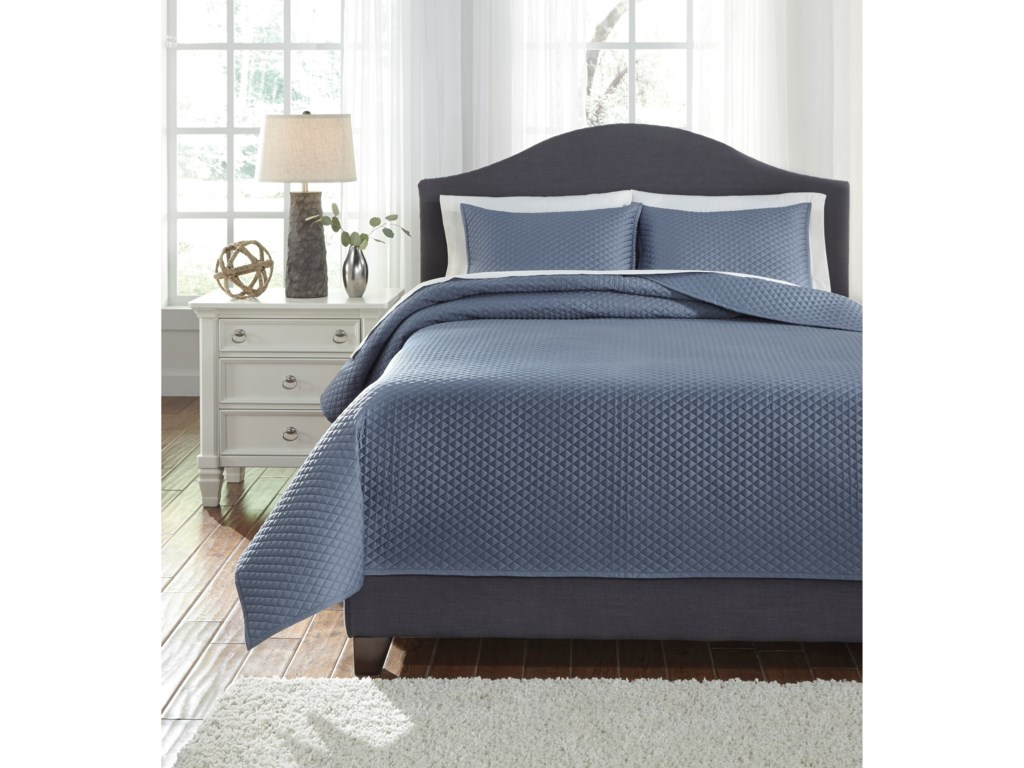 Ashley (Signature Design) Bedding SetsKing Dietrick Blue Quilt Set