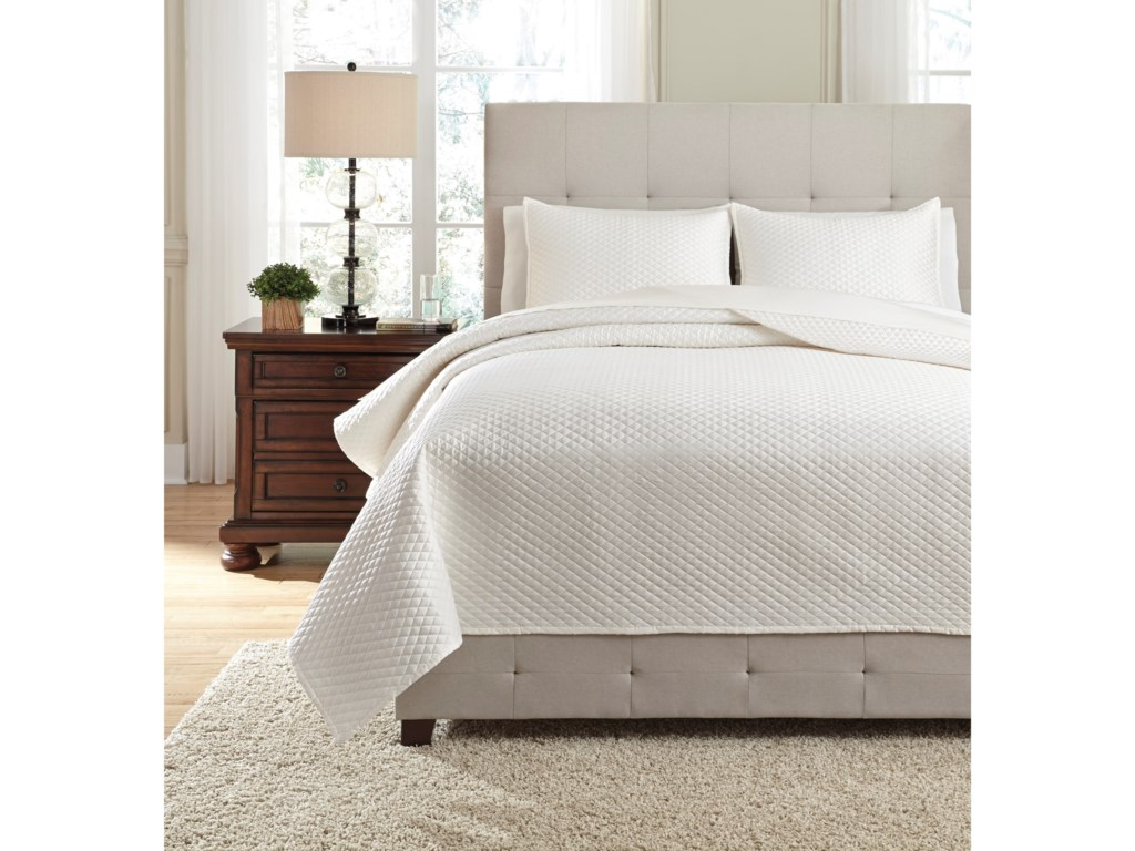 Signature Design by Ashley Bedding SetsQueen Dietrick Ivory Quilt Set