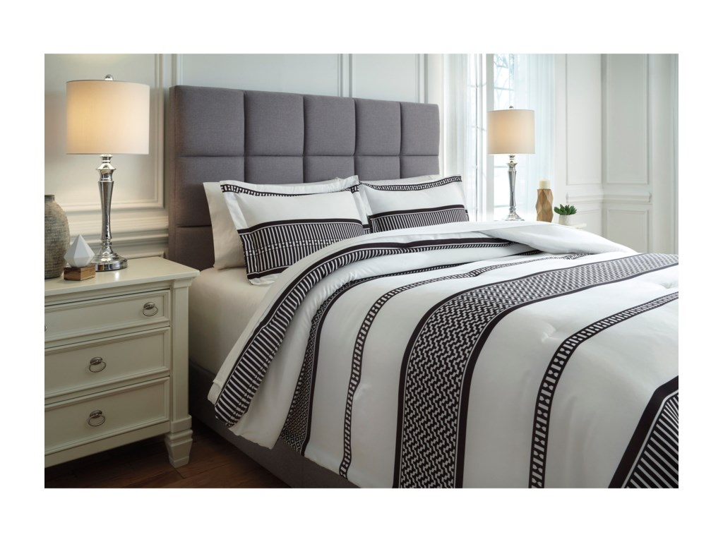 Signature Design by Ashley Bedding SetsQueen Masako Black/Cream Comforter Set