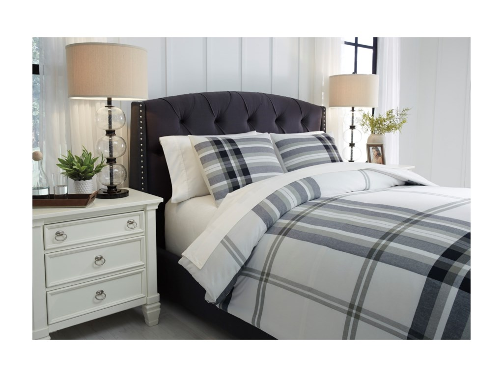 Ashley (Signature Design) Bedding SetsQueen Stayner Black/Gray Comforter Set