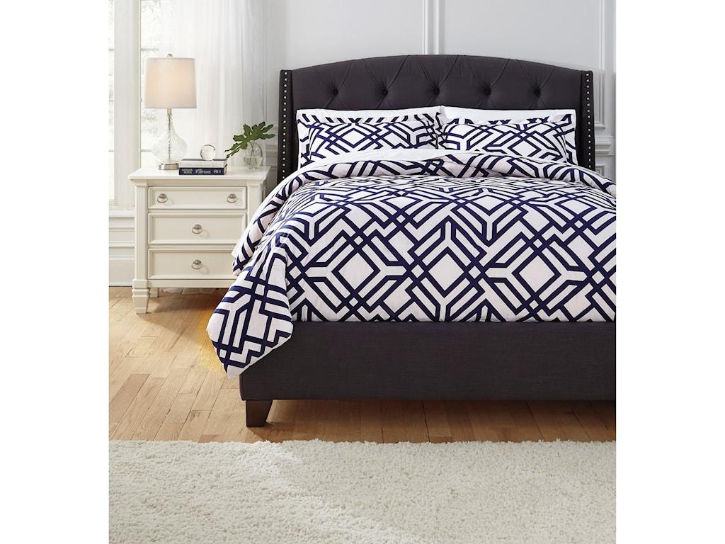 Benchcraft Bedding SetsQueen Imelda Navy Comforter Set