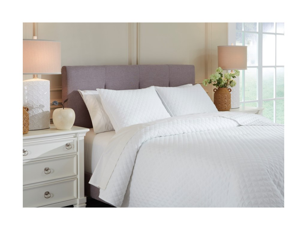 Signature Design by Ashley Bedding SetsQueen/Full Ryter White Coverlet Set