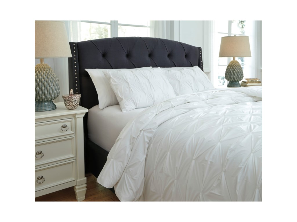 Signature Design Bedding SetsQueen Rimy White Comforter Set