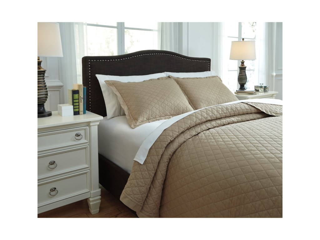 Ashley (Signature Design) Bedding SetsQueen Alecio Sand Quilt Set