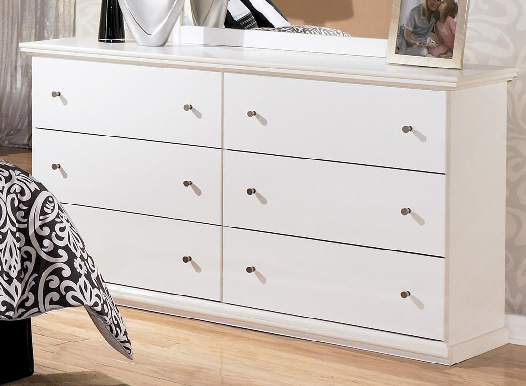 Casual Cottage 6 Drawer Dresser with Metal Knobs