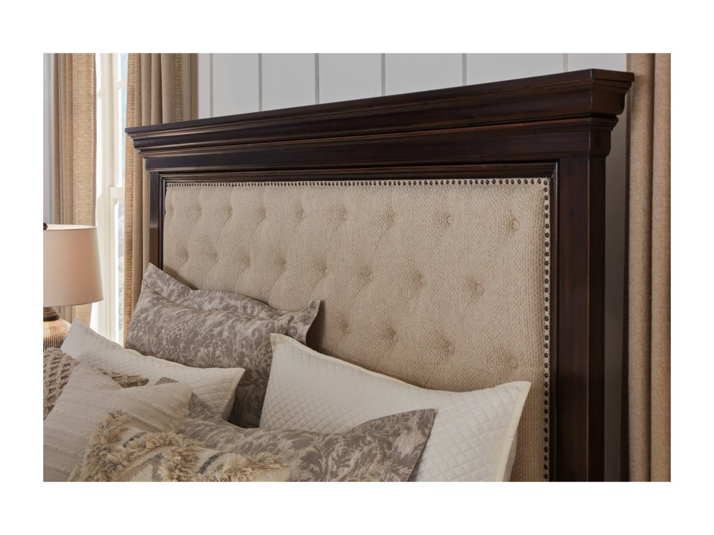 Signature Design by Ashley BrynhurstQueen Upholstered Bed with Storage Bench