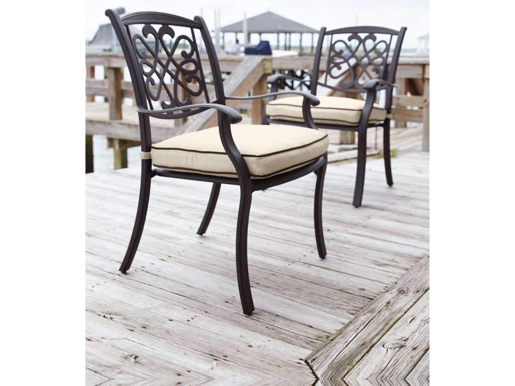 Signature Design by Ashley BurnellaSet of 4 Outdoor Chairs with Cushion